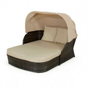 Maze Rattan Daybed With Hood